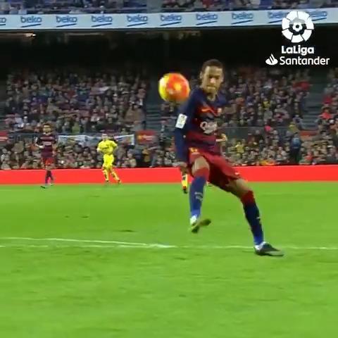 🕺🇧🇷 @neymarjr bailando samba con el balón... #VillarrealBarça