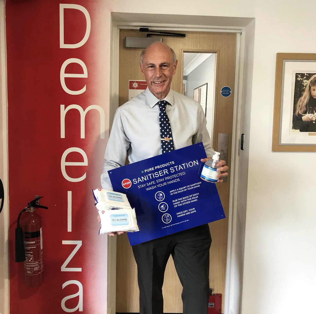 A HUGE thank you to long-term supporters  @RacletteMelt for donating these sanitiser products to  @DemelzaHospice. Shannon dropped the items off to Tim Richards, our Head of Operations, this morning. These are much appreciated✨ https://t.co/WQAaRkYYZ8