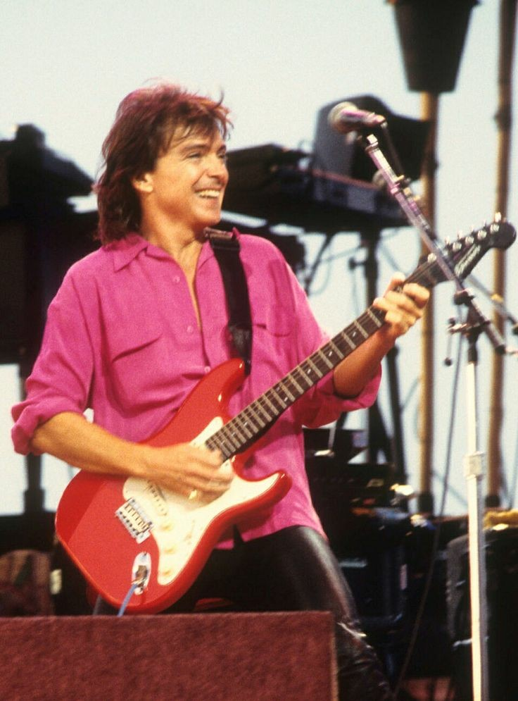 #TodaysDavidPicOfTheDay  David rocking out & having fun! ladies look at that sexy outfit.. oh my  #DavidCassidy #90s #Davidforever #letsfangirl pic.twitter.com/DrJ9aUdhME