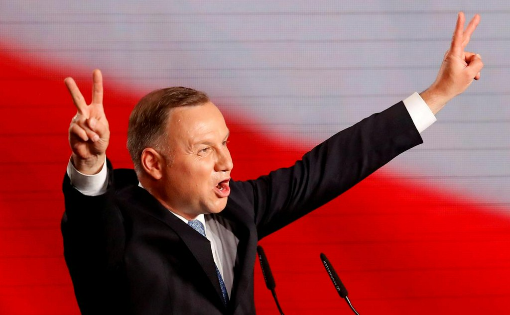 Polish president leads in first-round vote, setting up close run-off https://t.co/WndnUvvLk7 https://t.co/6tCbVGjvjE