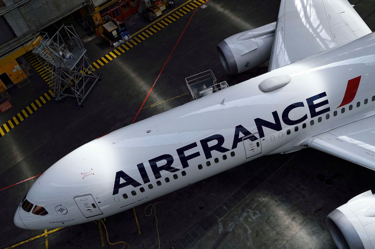 """[Podcast] """"As an airline MRO, we have rapidly adapted our sourcing capacity to the new environment and forecast.""""  Thomas Sonigo, @AFIKLMEM Components Procurement Director. Airline Procurement Changes: Air France's Perspective https://t.co/Cfl7CIfM0W #MRO #avgeek #aviation https://t.co/Woo9gXRtaU"""
