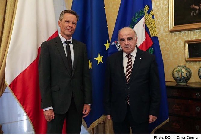 This morning I received the Ambassador of the Netherlands to Malta H.E. Frederick Keuhorst on a Courtesy Call at Sant'Anton Palace.  We exchanged views on COVID-19 and developments in Europe. I also briefed H.E. on the process leading to the Reform of the Constitution. https://t.co/95XzVBNLlc