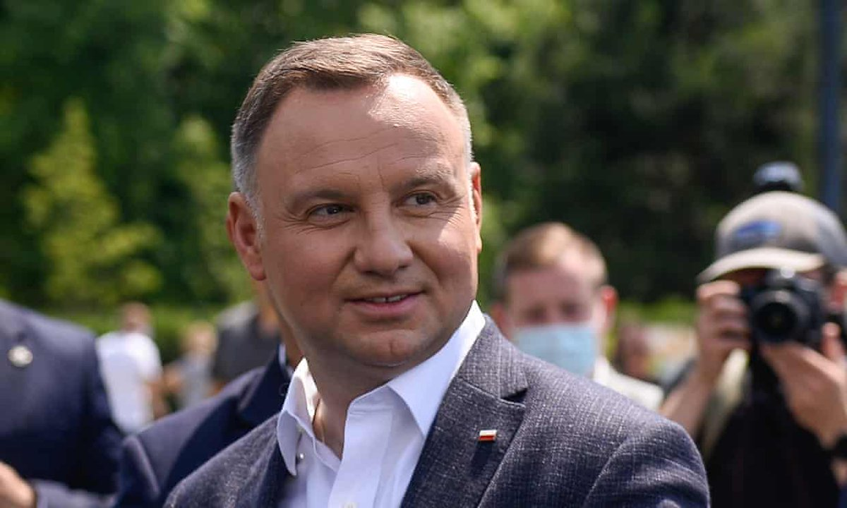 European governments are asking why Poland should receive a big coronavirus subsidy while its government is attacking gays and undermining the independence of the judiciary. Are those policies to be subsidized? trib.al/NEF0qsn