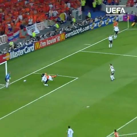 34 70  Happy birthday, Ruud van Nistelrooy  | |