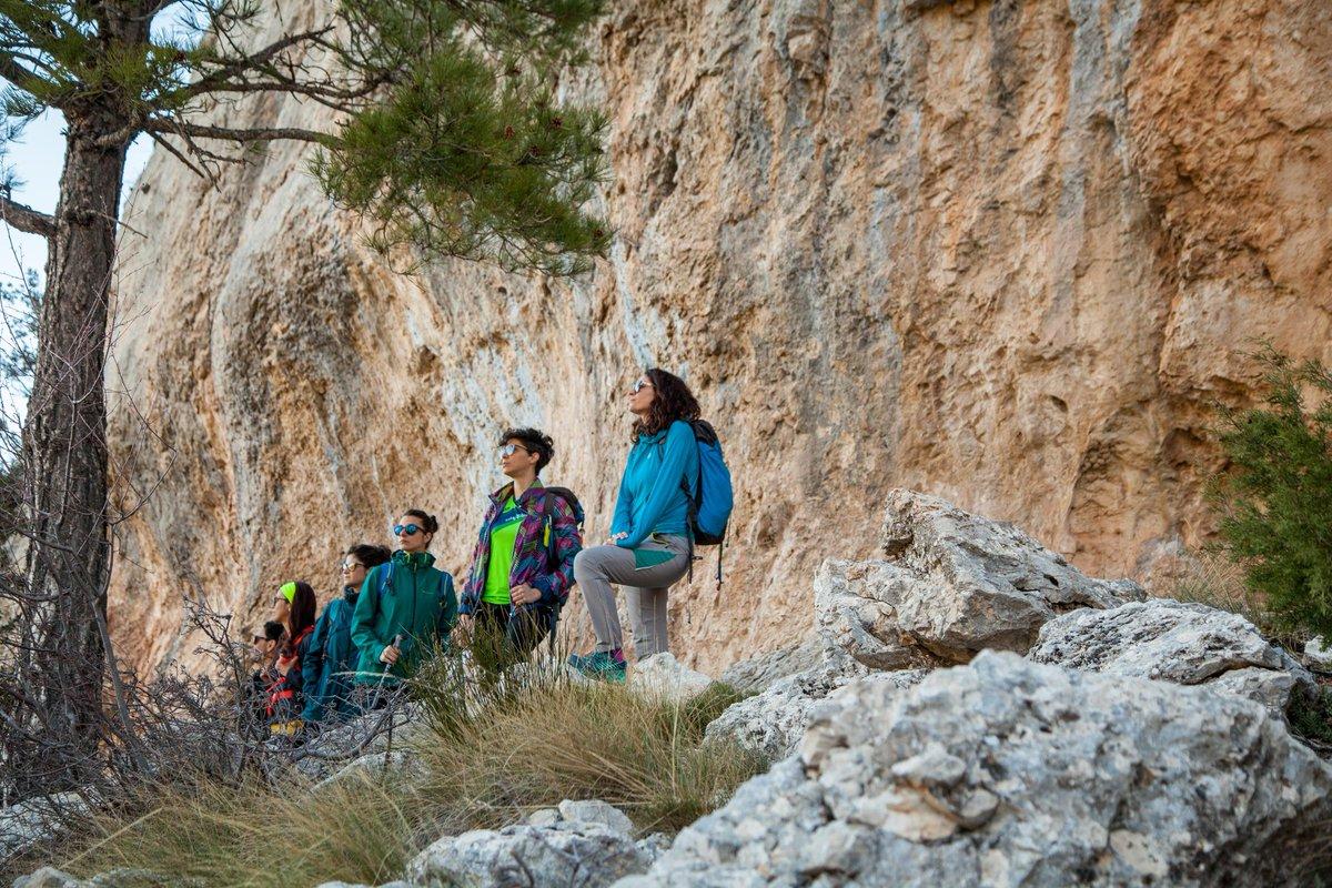 Women & Mountain  @fotografia_deporteymontana   #women #mountains #wonderwoman  #lovemountains #loveyourlife #slowlife #healthylifestyle #lovepic.twitter.com/AjuzgrMZWv