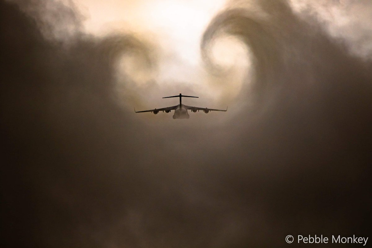 @RAFBrizeNorton @99Sqn It's always great to try and capture the @99Sqn C17 in interesting weather. https://t.co/zPiuQrR9gK