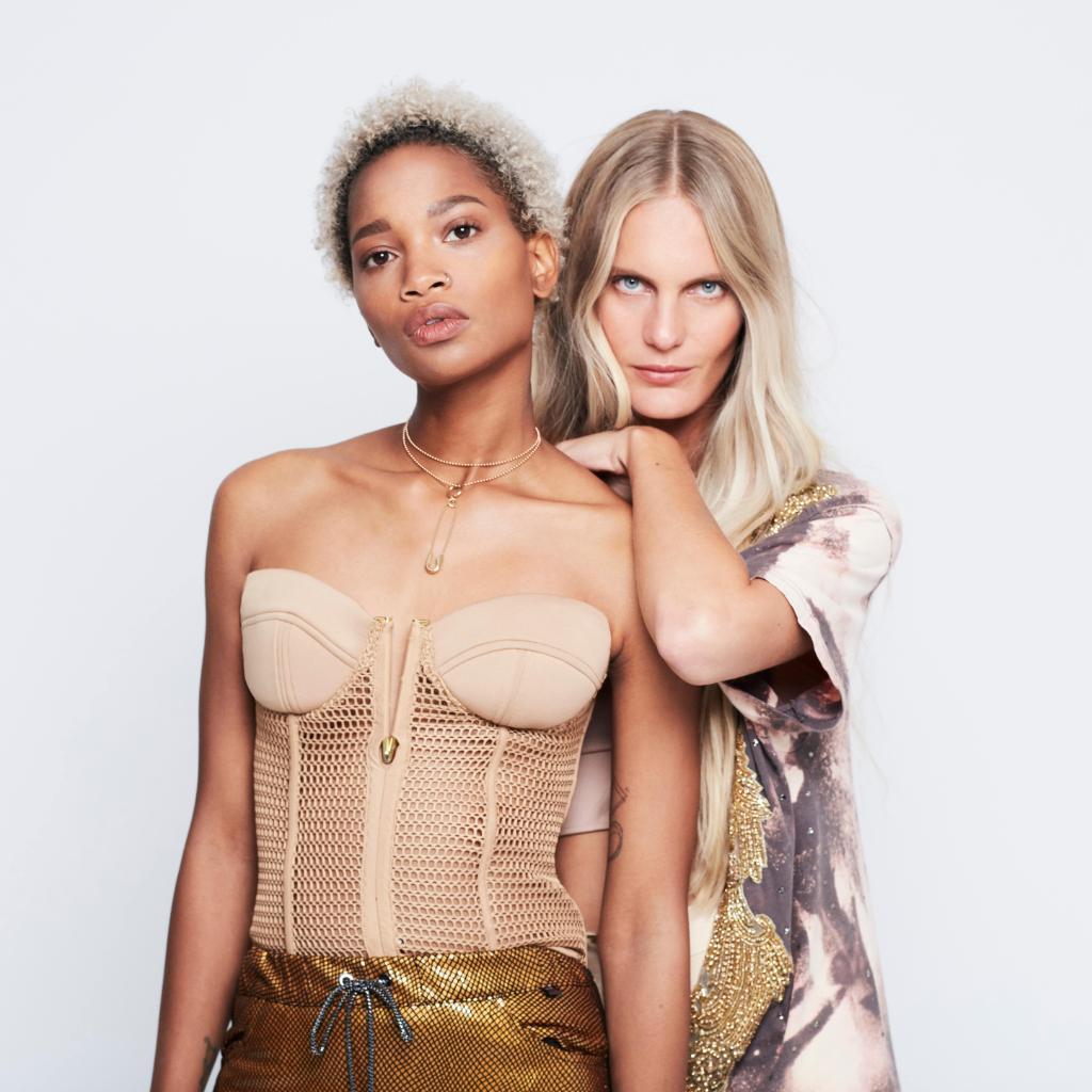 BLOND ABSOLU está especialmente diseñada para cuidar todos los tipos y tonos de rubios de los diferentes estilos de mujeres. ¿Cuál es tu rutina de cuidado BLOND?   #KerastaseSpain #BlondAbsolu https://t.co/vLfKsY9gPF