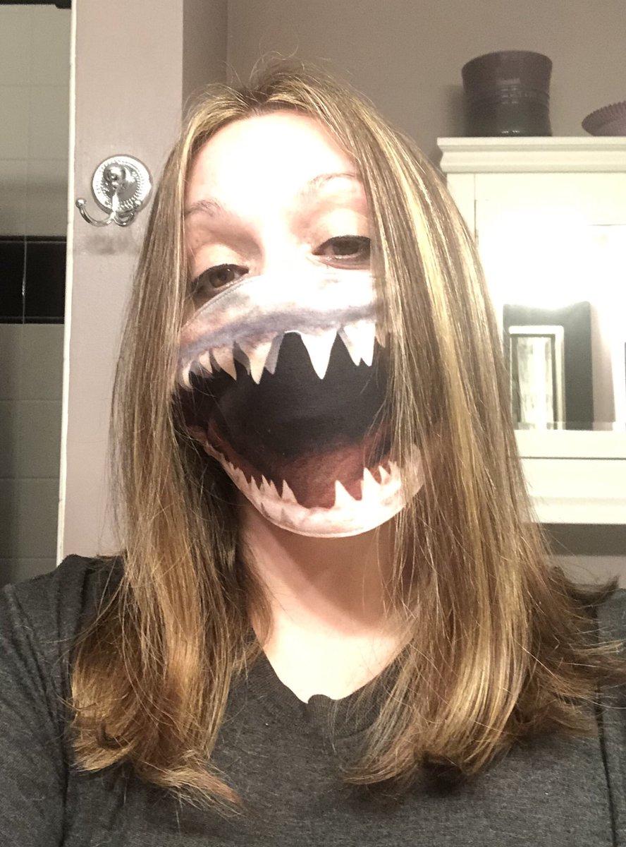 Good morning :) ☀️🦈 😷 @sharkcagediving