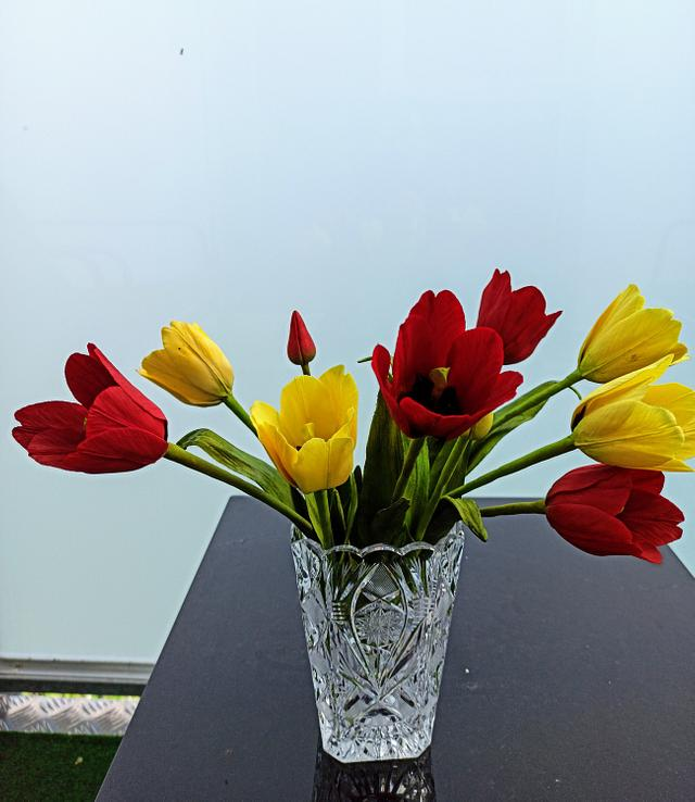 Tulips http://twib.in/l/M8yRkd85bkKz  via @CakesDecor #cakedecorating #cakespic.twitter.com/0SmokXhPLb
