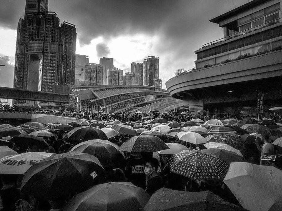 A dark day in Hong Kong. trib.al/LYCZf4a