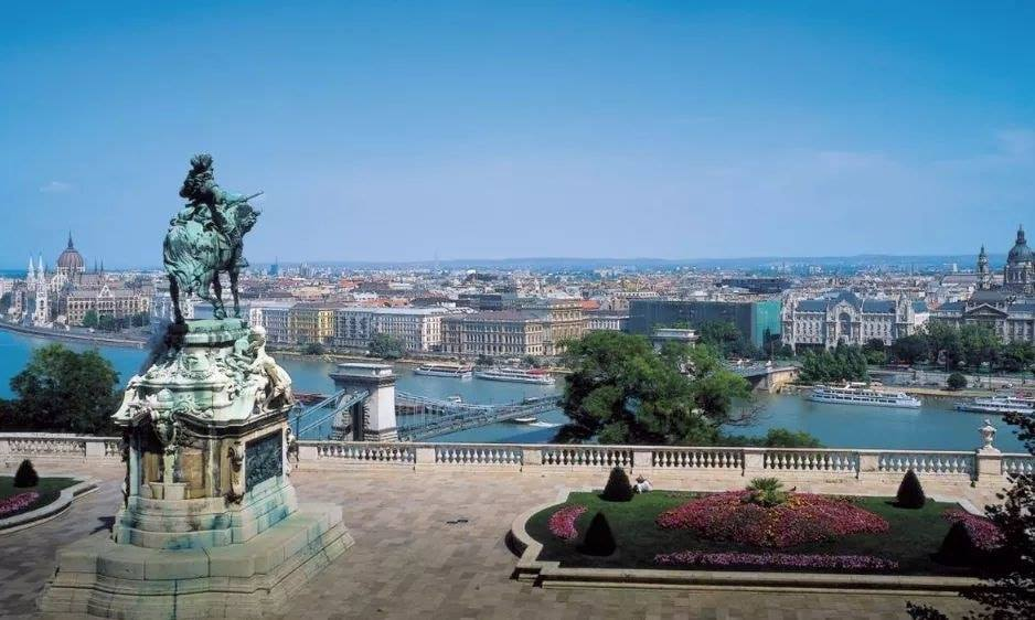 #Hungary is reopening its borders to the citizens of the European Union without restriction.🇭🇺😍 #hellohungary #visitbudapest #aquincumhotel #budapest Source: Budapest Sensations https://t.co/YdlvY0PErt https://t.co/1A1lryjGyD