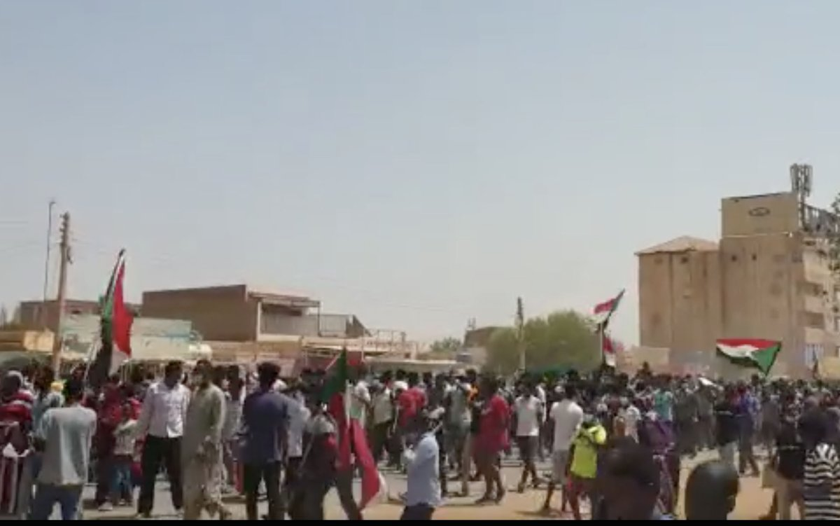 Protesters are gathering in Khartoum and other parts of Sudan, calling for reforms and better living standards. Police have reportedly fired tear gas at demonstrators in the capital, according to the Baj News website. (Pics from Sudan Professionals Association) https://t.co/cSpyt9iIpa