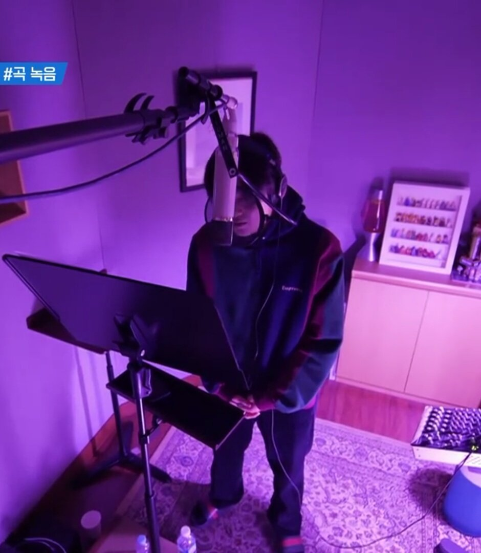 Mom, my man looks very, very, very sexy during the recording AAAAAAA😭😭 #SUHO #수호 #Self_Portrait #자화상 #사랑하자 @weareoneEXO #myeon4U #Heart4Suho #AlwaysLetsLoveSuho @stubbornrhino https://t.co/OTykP1dGkF