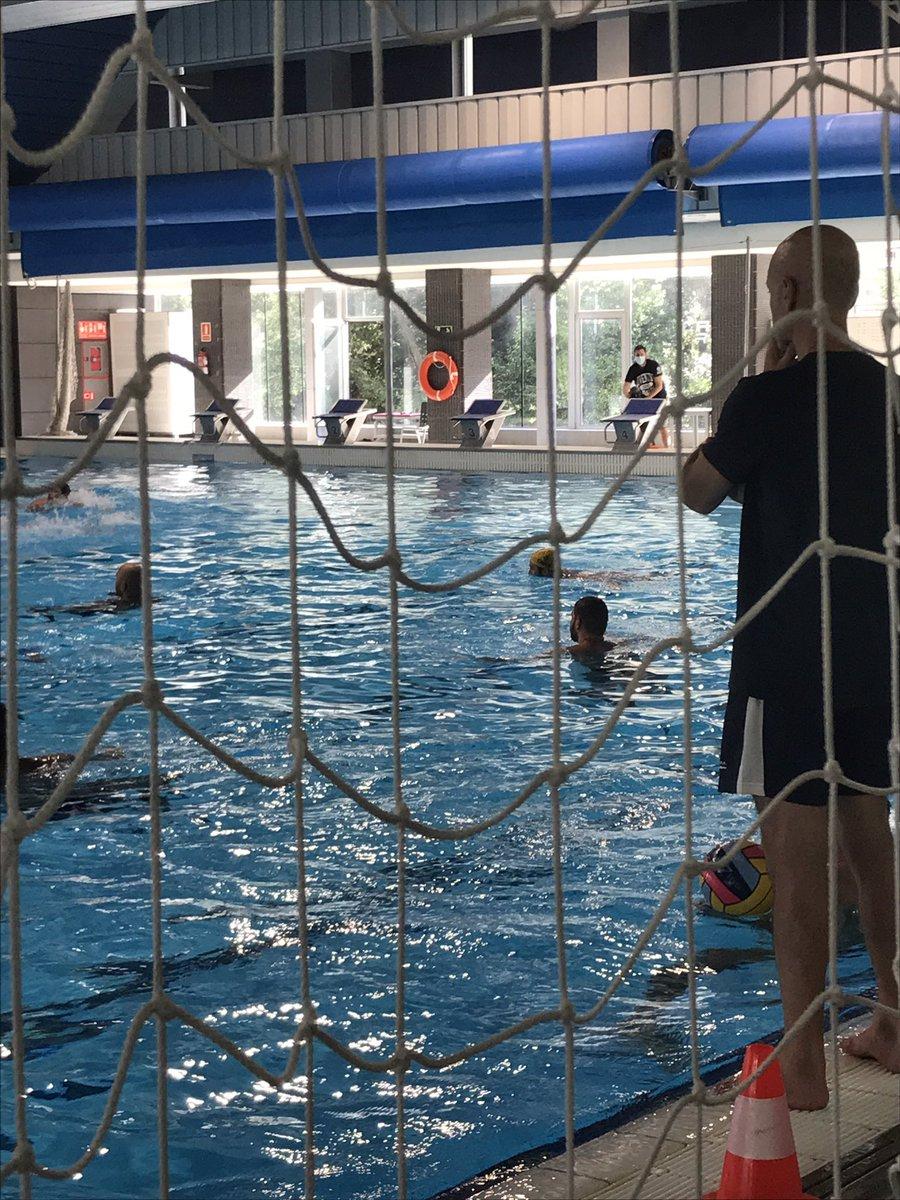 Avui, gravació per al #zonaUFEC d'@esport3 amb waterpolistes i nedadores d'artística de la @nataciocat 📺🤽🏼♀️🤽🏼♂️🏊🏻♀️👌🏼 https://t.co/e07x6l2NTb