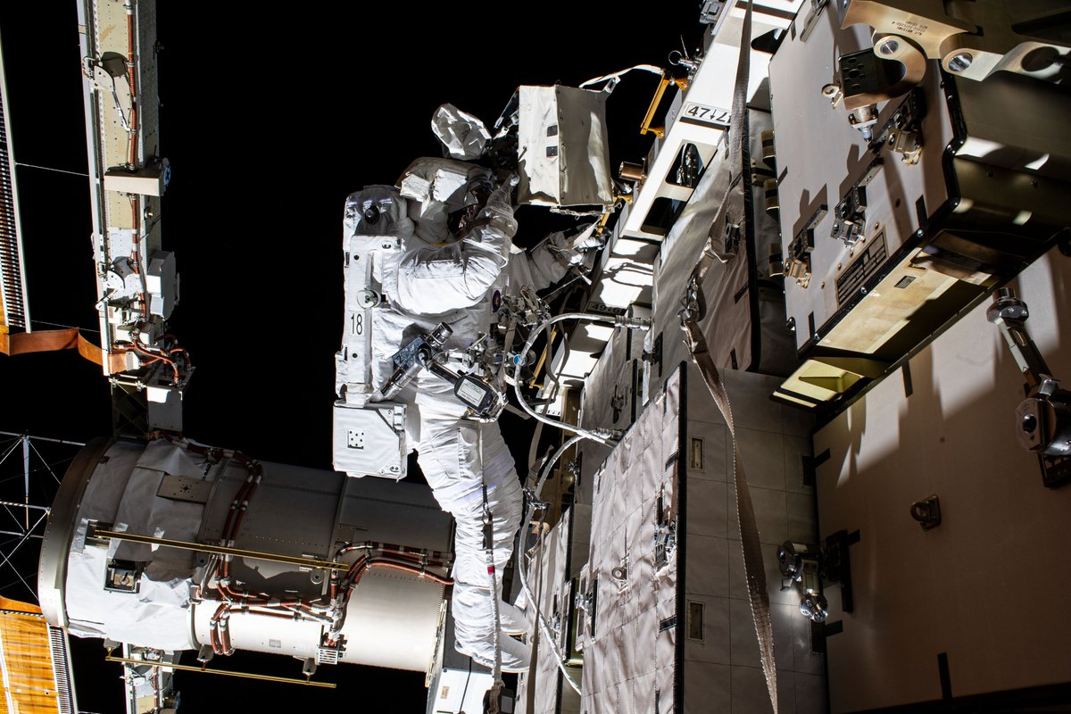 Good luck to @Astro_SEAL & @AstroBehnken on their spacewalk tomorrow! NASA's Human Research Program studies how to protect astronauts on spacewalks by determining astronaut readiness for walks outside of the @space_station, like fitness for duty standards. https://t.co/VzNwhtghqA https://t.co/tBOkrvdMAv