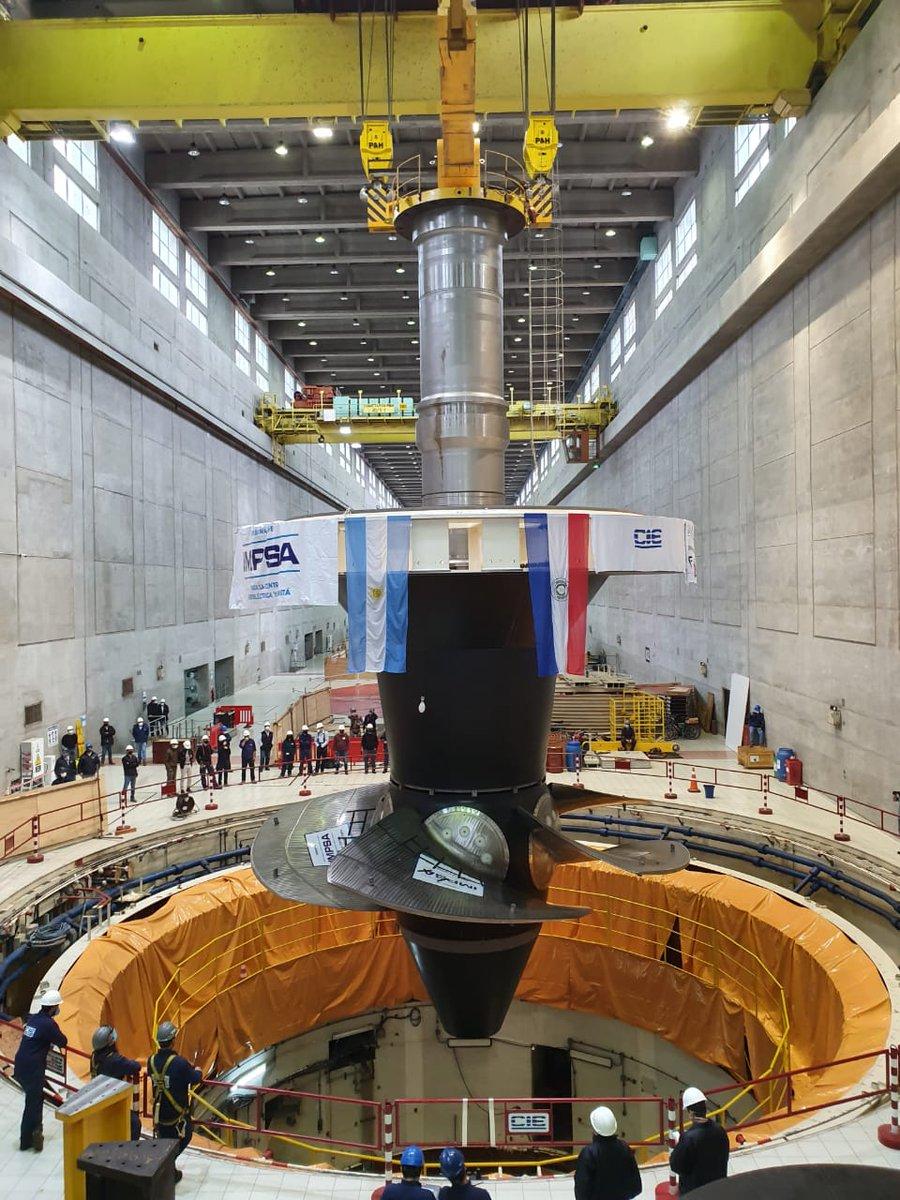 Instalan nueva turbina en la Unidad 01 de la Central Hidroeléctrica de Yacyretá. El conjunto instalado posee 5,50 metros de altura, 9,5 metros de diámetro y un peso aproximado en su conjunto de 583 toneladas. https://t.co/7l4s22RVX2 https://t.co/Y2bGmZt3j2