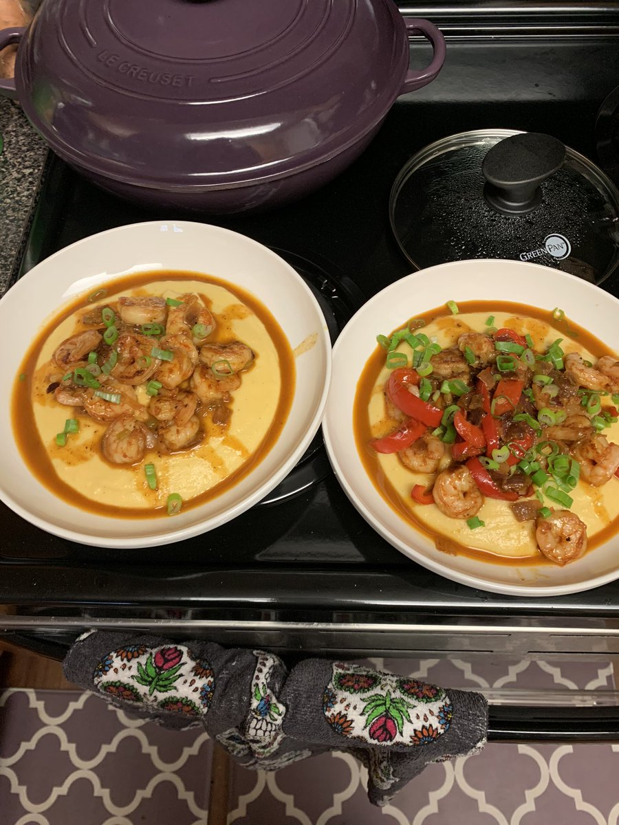 @AndyLunique You definitely make me want to step my plating game up but here is when I made shrimp and grits...need to make this again https://t.co/cHa570l3Fr