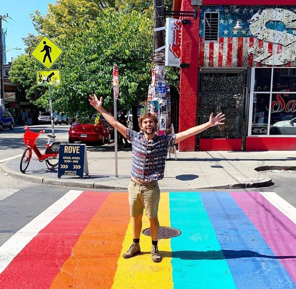 Today is the last #pride day in this year. Happy Pride All 🏳️🌈 - - @JakeBorelli #loveislove #pride🌈 #lgbt #june #jakeborelli #drlevischmitt #drschmitt #schmico #greysloanmemorialhospital #greysanatomy #greysabc #abcnetwork #sambaselli #thethingaboutharry #hulu #freeform #tuesda… https://t.co/PPQZ8xqXUF