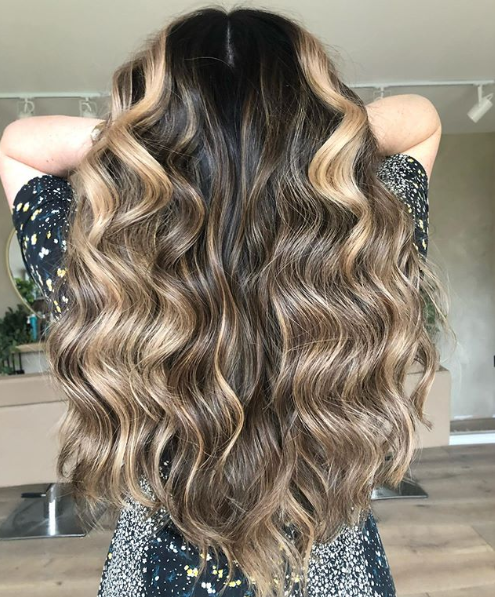 Raise your 🙌 if you're counting down the days until we return to #salon 🕓 @ nicolawelshhair (IG) provides the perfect #hairinspo with this look using #Redken #balayage https://t.co/wXX3Vphpxg