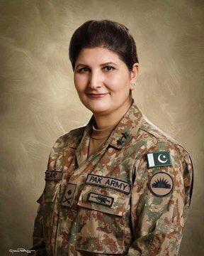 ان دونوں عورتوں کا تعلق خیبر پختونخواء کے ضلع صوابی سے ہے لیکن معاشرے میں ہر قسم کے لوگ پائے جاتے ہے ۔اگر ایک باعث شرمندگی اور باعث بے عزتی ہے ۔تو دوسری باعث فخر ہے ۔  پہلی پاکستانی خاتون جنرل نگار جوہر خان فخرِ پاکستان ہے۔۔۔!! https://t.co/ZMAcfASQQx