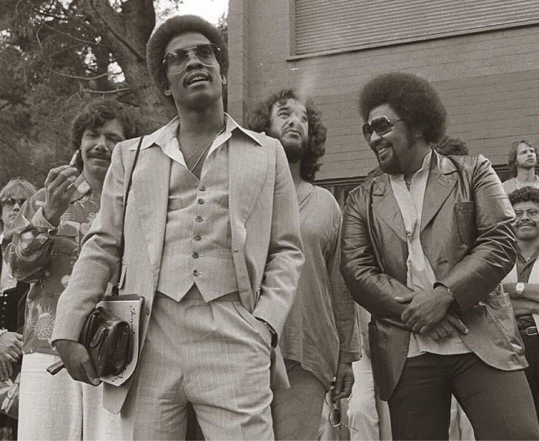 Just a few legends, taking it easy together in 1980. 🤩 @herbiehancock, George Duke, @ChickCorea, and @Airto Moreira enjoy a moment together, and we're enjoying that.  #repost 📸: herbiehancock (IG) https://t.co/Ef7CfgOJ5l