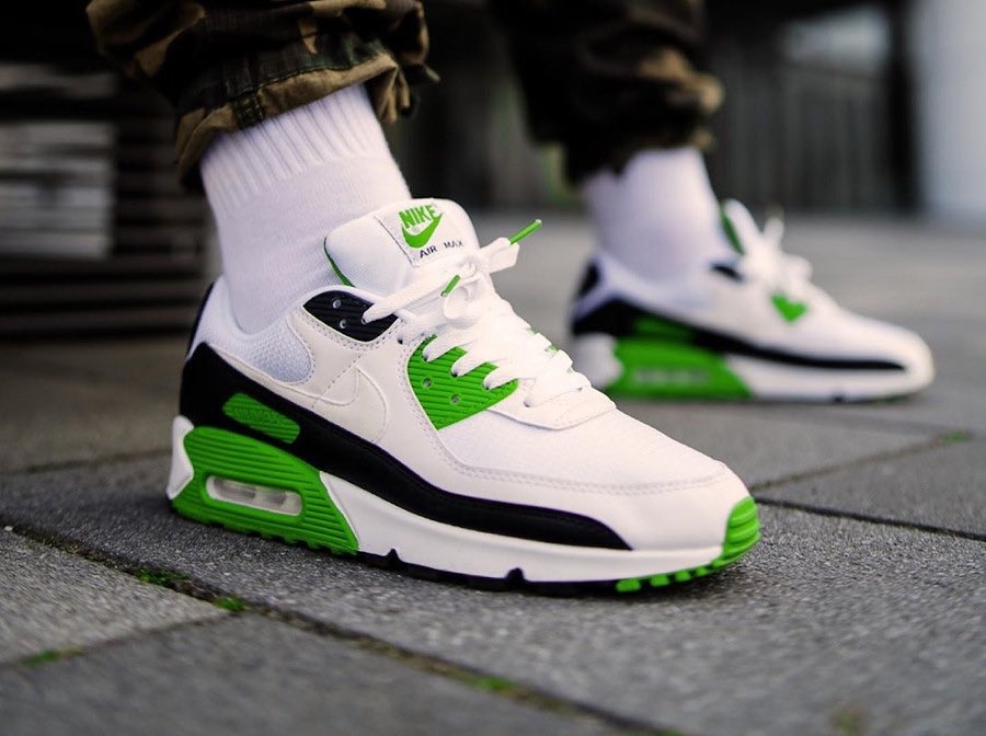 "Ad: Limited sizes of the Nike Air Max 90 'Chlorophyll' now with 20% OFF!  Code ""LOCKDOWNLIFT"" here => https://t.co/5poTmUrbqy  Hurry, ends at 9pm  Various UK5.5-12 (RRP£114.95) https://t.co/uETeDhxDvN"