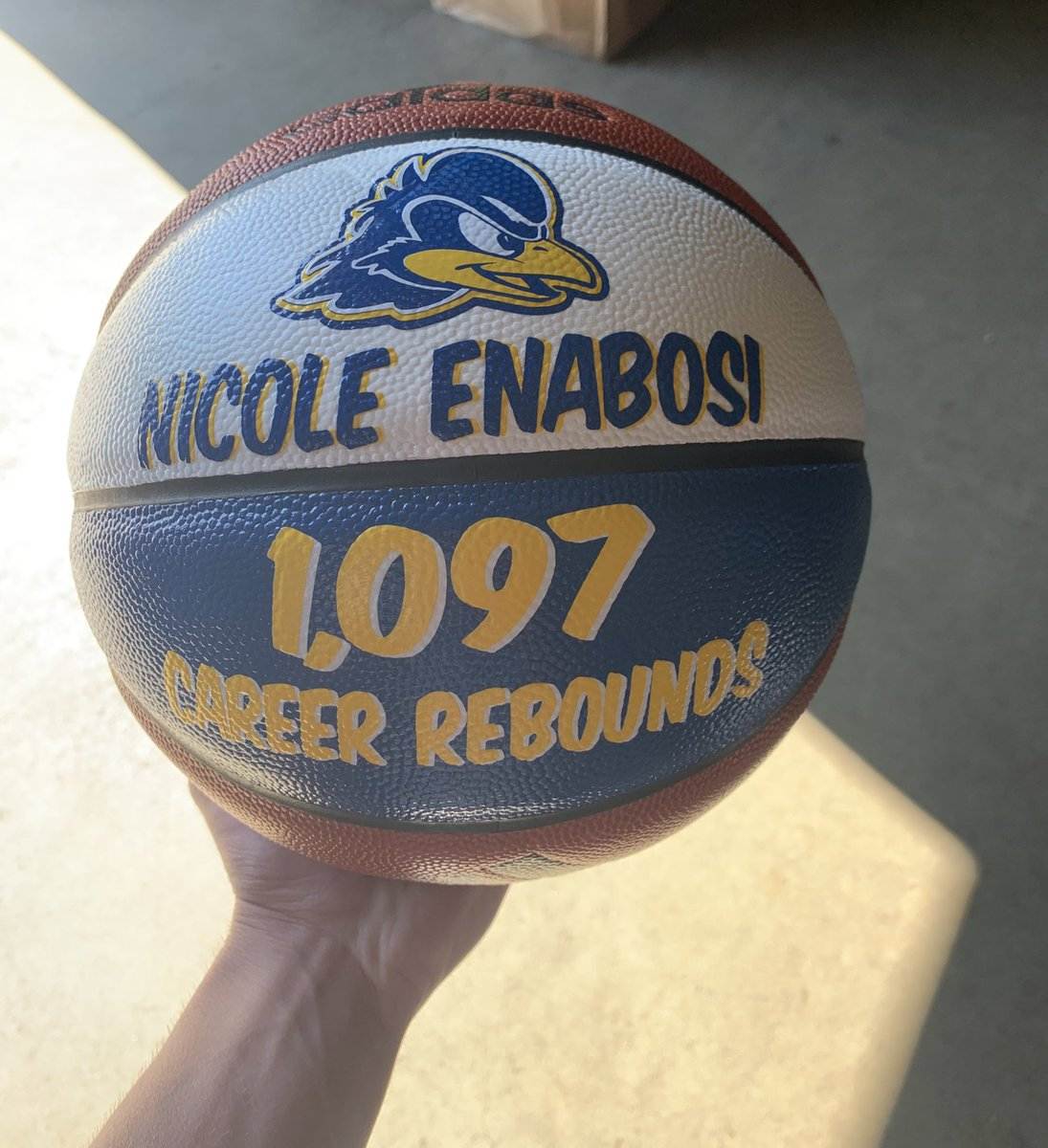Finally able to get this ball done and sent out for yet another career milestone for @Nicole_33_  🏀🔥@DelawareWBB #BlueHenFamily  #TeamBehindTheTeam @UDBlueHens https://t.co/rlRIrf6bYJ