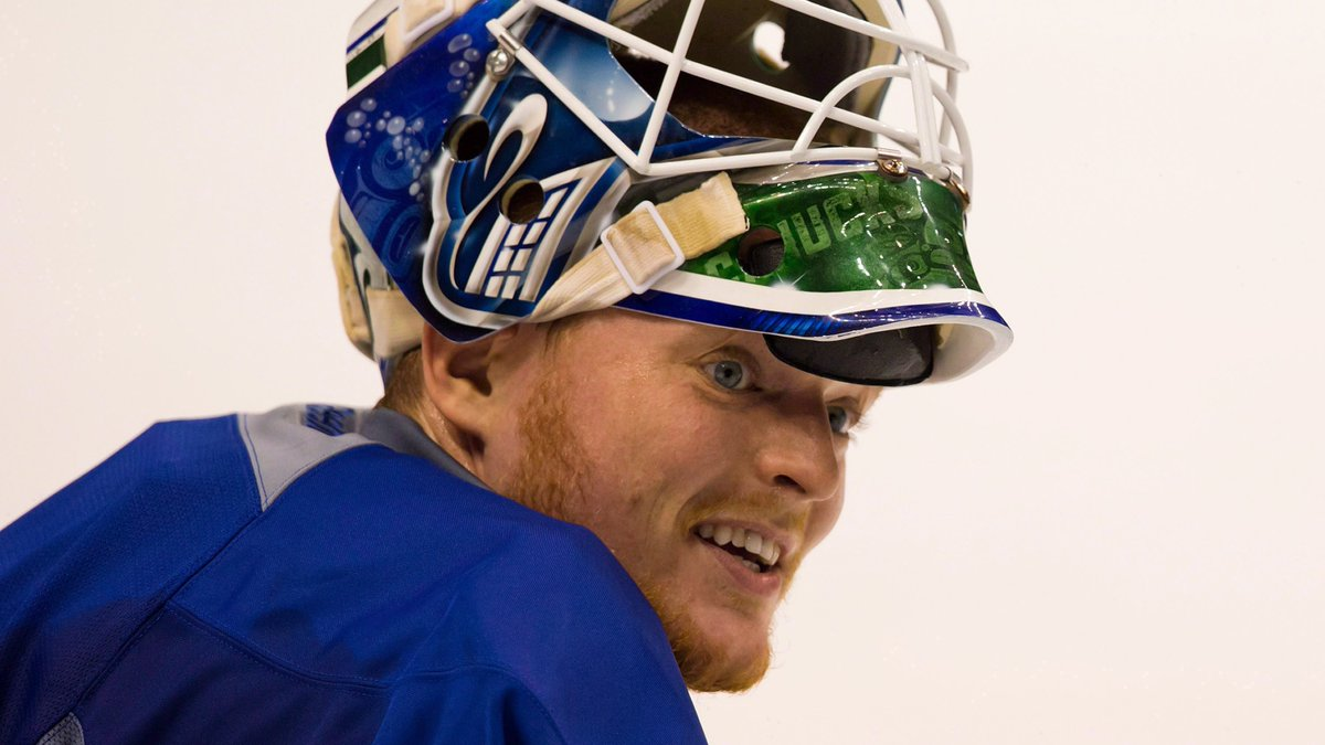 7 years ago today, the #Canucks traded Cory Schneider at the NHL Draft to the Devils for the 9th overall pick. Vancouver used the pick to select Bo Horvat.
