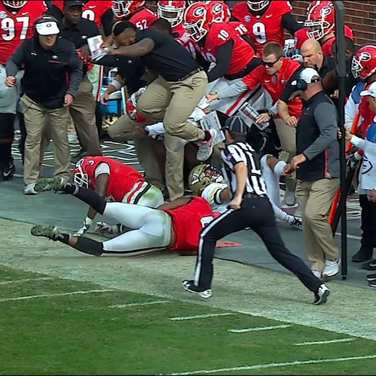The Georgia coach levitated 😳 https://t.co/YuzrbIphF3