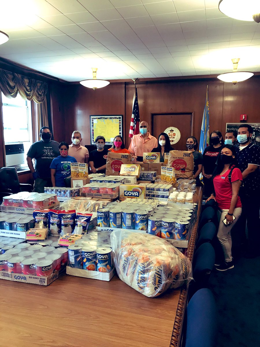 Goya partners with @QueensBP2020 today to donate much needed food to teachers & students at PS 61 school in Queens! #goyagives #COVIDー19