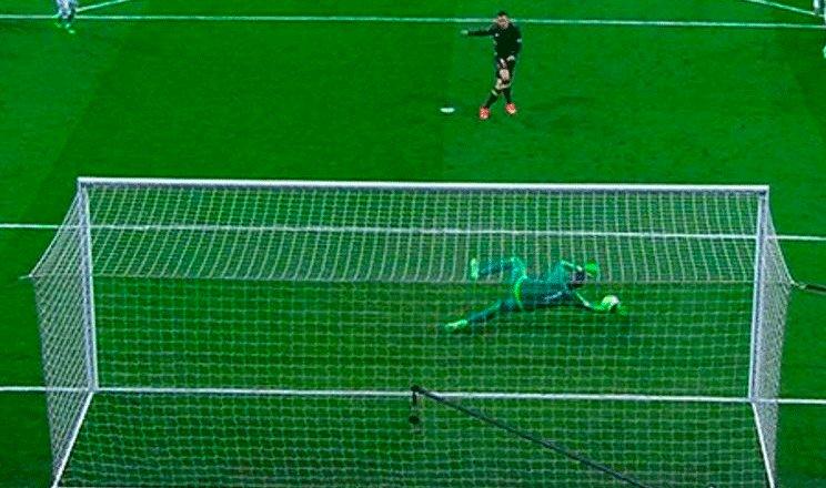 No entendemos porque los jugadores del Barça se quejan tanto de la repetición del penalti que ha lanzado Diego Costa...Ter Stegen se adelanta claramente. ¡MUY BIEN EL ÁRBITRO!