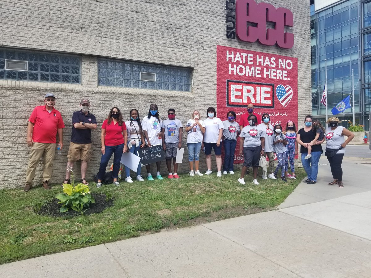Thanks to the faculty and staff who joined us at the Rally for Equality in Education at Niagara Square this afternoon. We stopped for a photo at our #HateHasNoHomeHere mural on our way to #NiagaraSquare #SUNYErie #SUNY #blacklivesmatter https://t.co/25tz5vgcGz