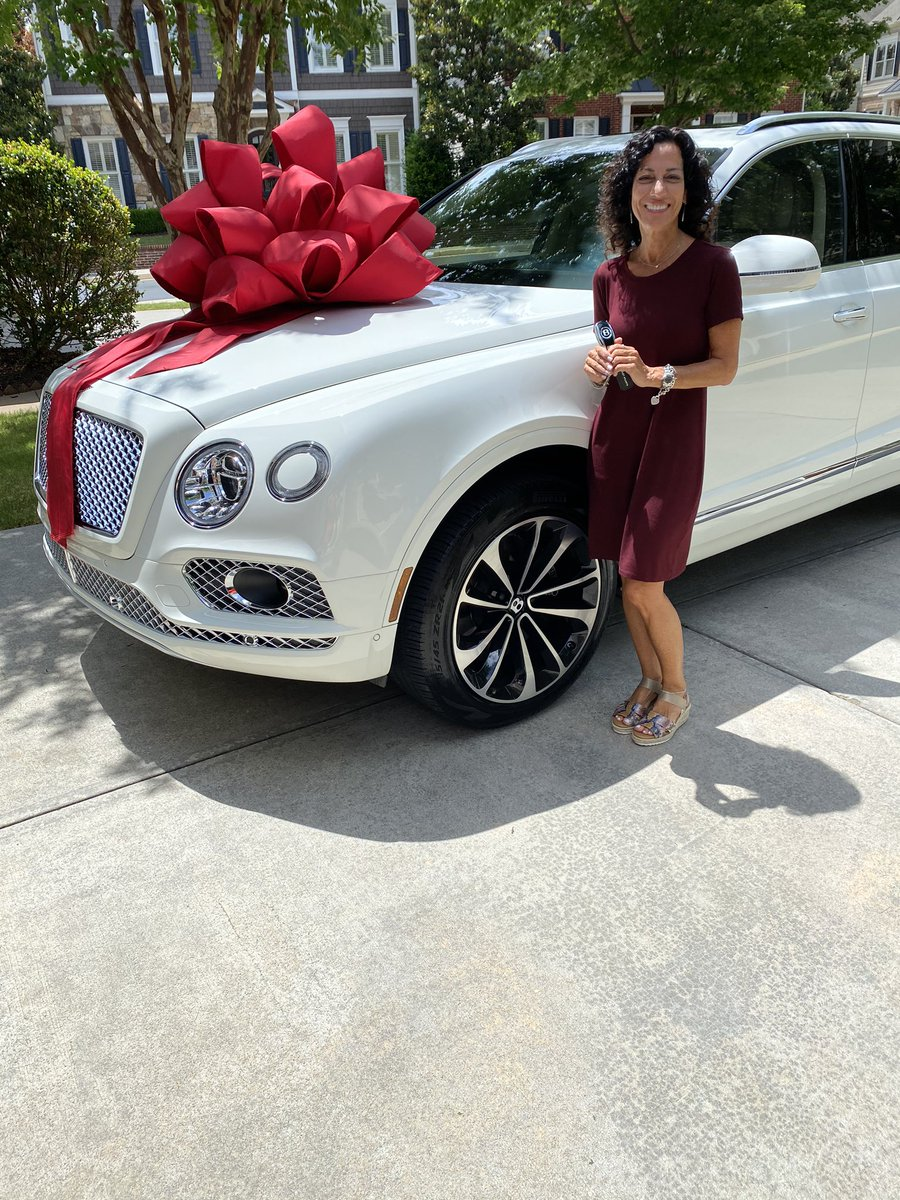 I JUST PUT MY MOMMA IN A BENTLEY https://t.co/raIh0ZVxmG