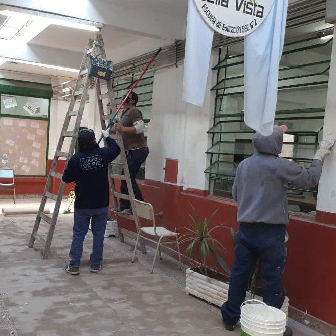 Los trabajadores y trabajadoras de la economía popular pintan y mejoran las escuelas para cuando llegue el momento de volver 🏫 Compartimos imágenes de los distritos de #PuntaIndio, #GeneralRodríguez y #SanMiguel.    #SeguimosHaciendoEscuela https://t.co/dIm7bN6I5i