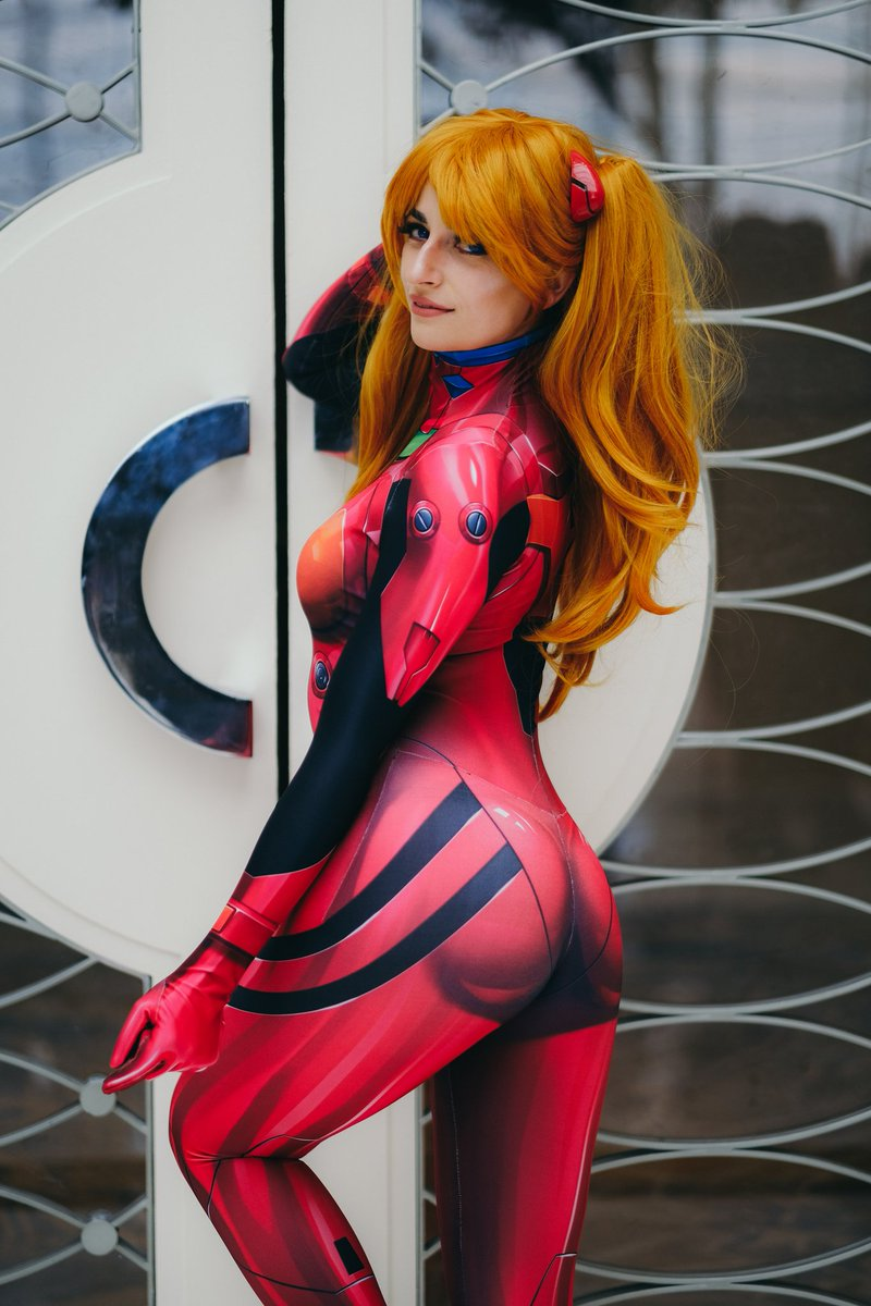 Whats this? A #tsunderetuesday post?? *shock* If you think @paul_might and I need to shoot this with a Rei, raise your hand!! ✋✋✋✋✋ 📸: @wallgazer #asuka #asukalangley #evangelion #animegirls #waifu #tsundere #like4like #picoftheday #cosplay #cosplaybabes #sharemycosplay