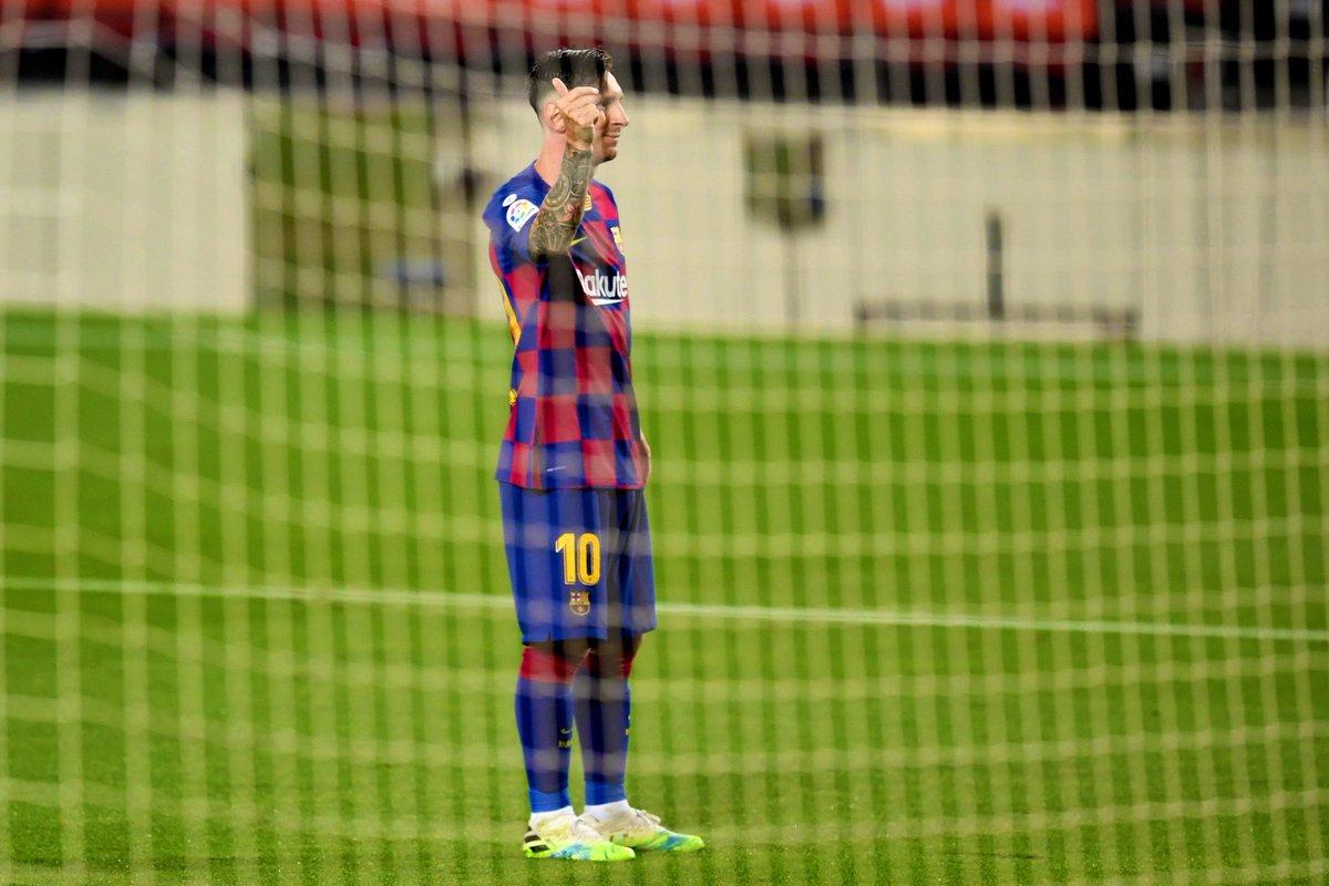 7️⃣0️⃣0️⃣ career goals   Lionel Messi 🤯 https://t.co/e1Hkzj2v1X