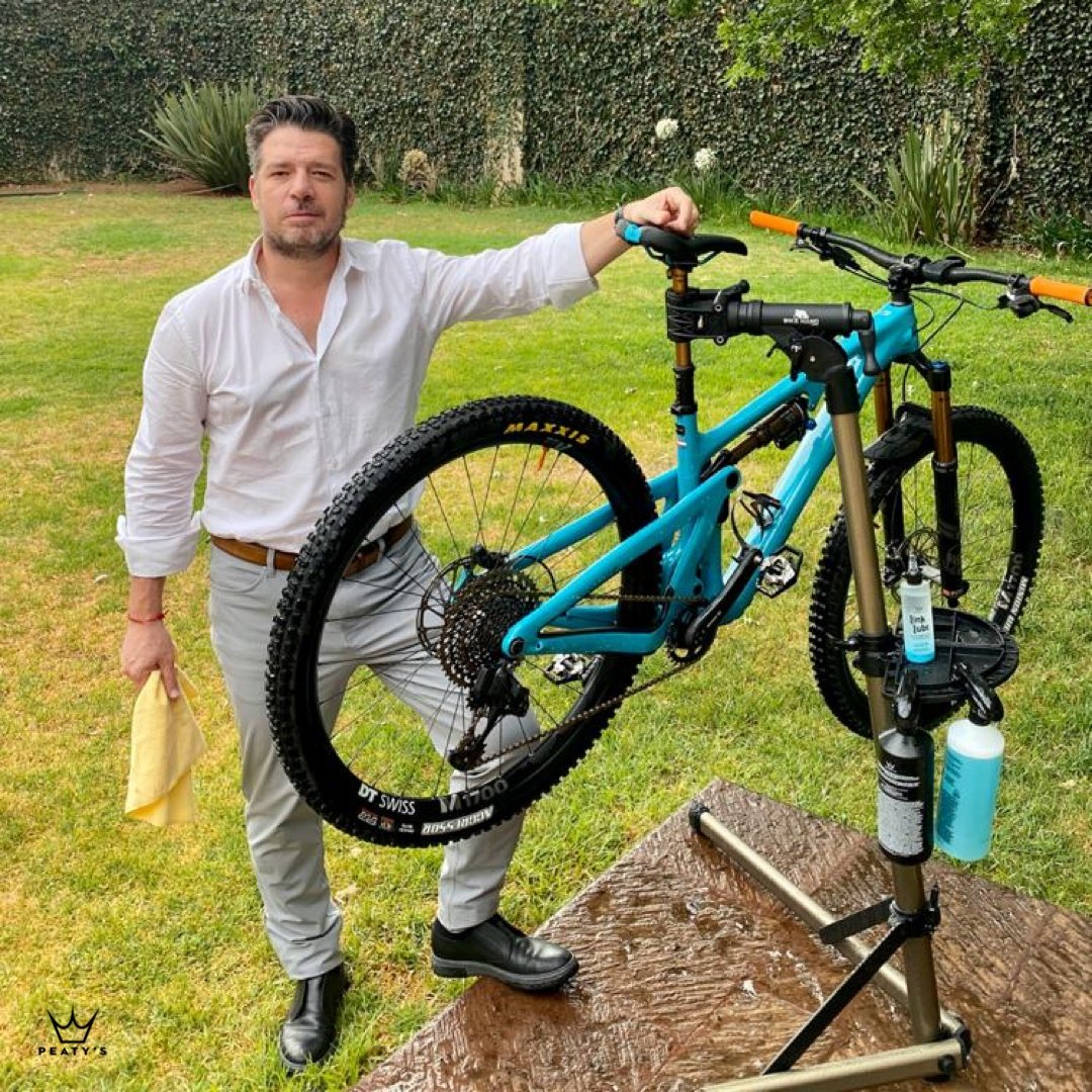 Dandole cariño a lo que mas nos gusta @peatysproducts #peatysproducts #peatys #cleanbike #bikemaintenence #bikecare #enduromtb #bikes #roadbike #roadie #trails #dirtybike #xceedyourlimits  https://soo.nr/a38ppic.twitter.com/RziaauKGKZ