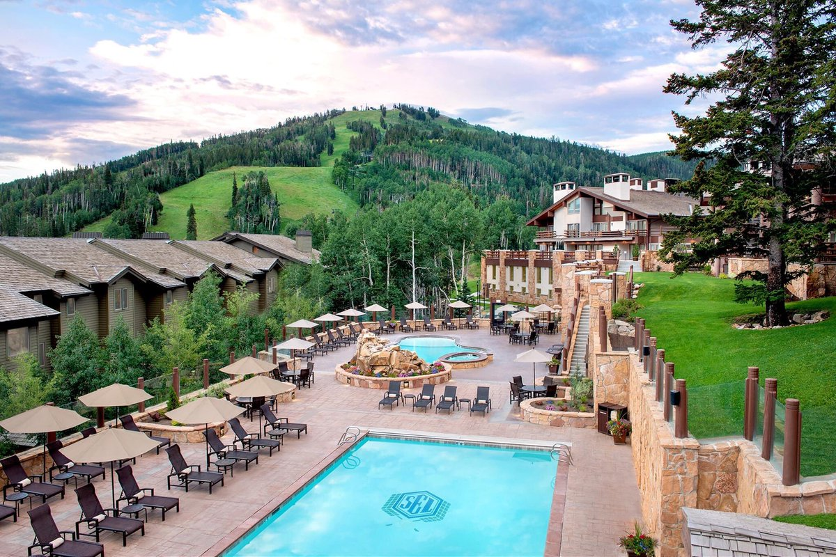 😍 The view from above the pool at Stein Eriksen Lodge at #DeerValley. | 📷: Stein Eriksen Lodge https://t.co/rwfHuMrfPj
