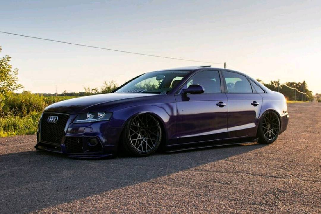 After driving it with coilovers for a year, and then parking it for another, Jesse decided to embrace the car as a true project over this previous winter, adding air suspension and a custom trunk setup. http://ow.ly/RLsb30qV9Db #pasmag #tunerbattlegrounds #audi #audia4 pic.twitter.com/rAX01sKcL3
