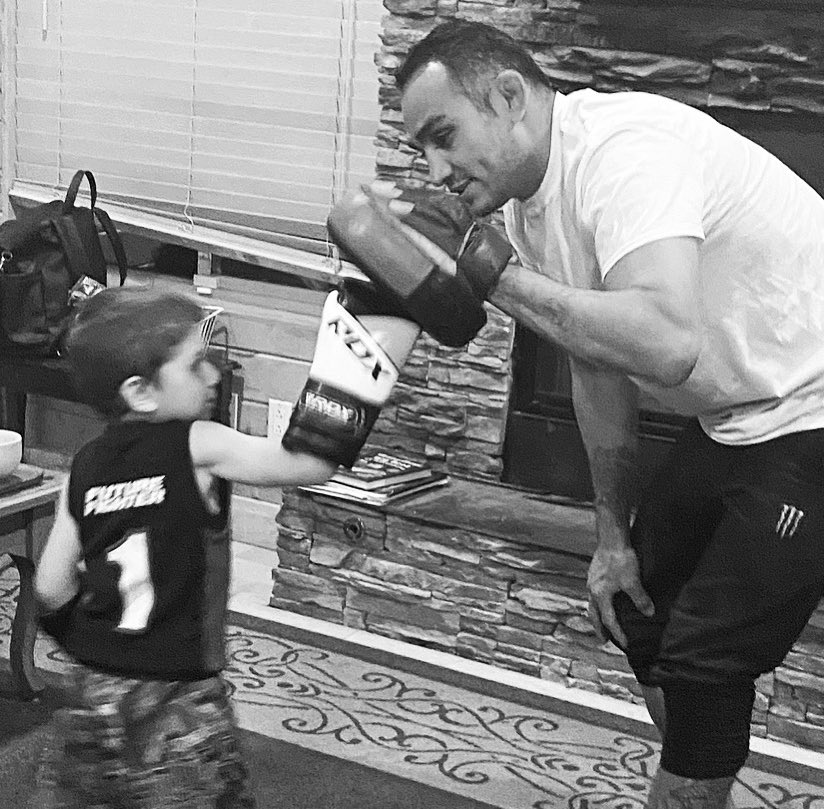 """""""Future🥇Fighter""""🕴Holding Mits For My Mini-Me 🥊 Showin' Em' A Thing Or Two Bout' A Thing Or Two During Quarantine 📚 # AirIsUp # Breathe 🧢⚾️ -XTA- Hometeam # FutureFighter @RDXSports #teamrdx ArmandAnthony Loves His @RDXSports Gloves, Thanks Crew 💯 🇺🇸🏆🇲🇽 https://t.co/XiDILVoXug"""