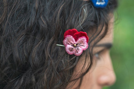 flower girl hair accessories red pansy hair https://etsy.me/3erfMiH # #floralbobbypins #pinkpansy #weddinghair #flowergirlhairpic.twitter.com/5yvKvOfTzj
