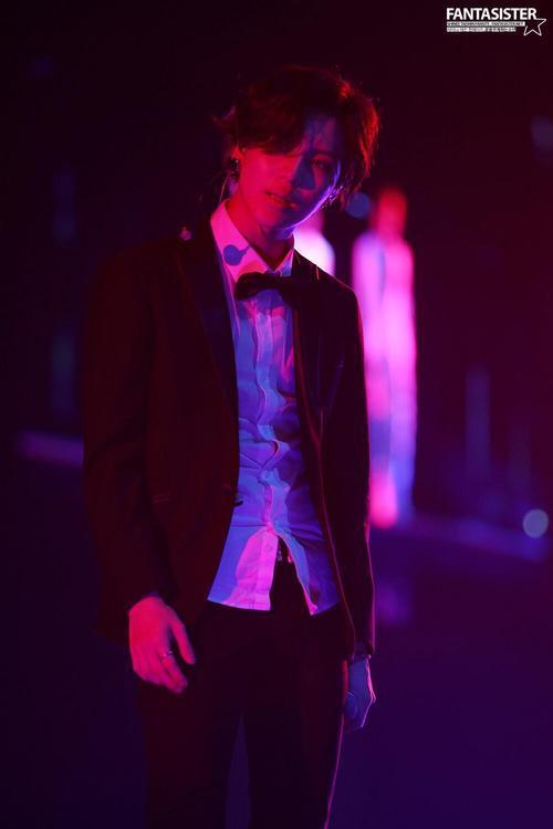 140701 Jonghyun's twitter update  u….aaahh….. O…oppa… Dracula oppa…Please bite my neck… <br>http://pic.twitter.com/kLo4qSCSUb