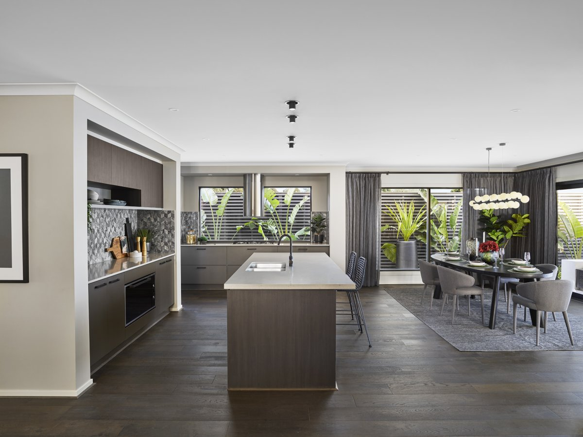 The sultry Freedom by Metricon Glendale display in Officer, VIC is the ultimate double storey delight. The spacious open floor plan is complemented by dark timbers, jewel tones and a unique curved staircase. Explore the Glendale for yourself this weekend: https://t.co/n8HbfR7ZPW https://t.co/AzleExMpDR