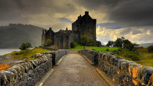 Eilean Donan, Highlands, Scotland! 💙🏴󠁧󠁢󠁳󠁣󠁴󠁿 From 1249 a stronghold of Clan Mackenzie!