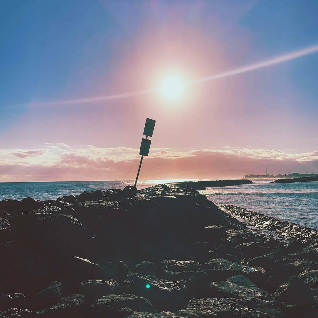 Pink skies #colors #colores #couleurs #photography #fotografia #photographe #fotodeldia #photodujour #colors #colores #couleurs #photography #fotografia #photographe #fotodeldia #photodujour #photoftheday #hawaii #honolulu #oahu https://instagr.am/p/CCq27OxMuaJ/pic.twitter.com/YOeFDKr8xw