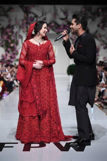 In a World Full of Hania Amir Be Like Sara Khan ❤️ #sarahkhan