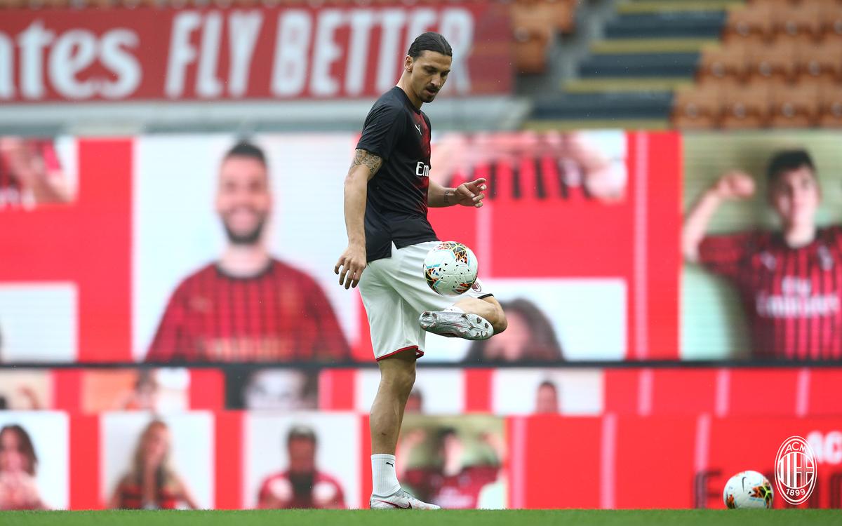 #MilanParma: warm-up ✅ Awaiting kick-off  🔜 #SempreMilan https://t.co/gMujcr72Ug