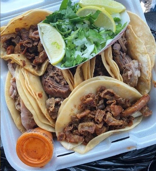 "This is my kind of happy meal in a box. Don't you think so?   Está si que es una ""cajita feliz"". Verdad que si? #tacos #taqueria #tacostacostacos #tacostand #mexicanfood #comidamexicana #tacoseveryday #tacosoftexas  #happyday pic.twitter.com/SOQbd2ooYs"