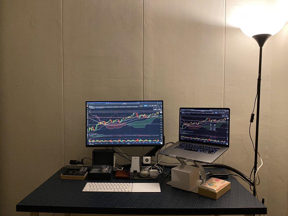 New setup #macsetup pic.twitter.com/DOBPZAmgJT