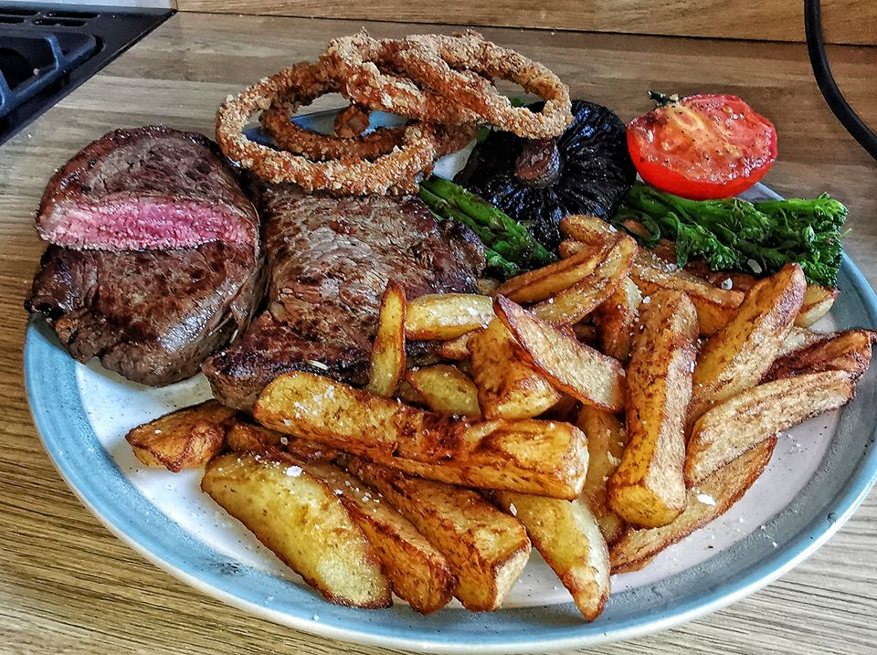 Steak & Chips with Homemade Onion Rings by Alex G #steak #onionrings<br>http://pic.twitter.com/0OsZbPJzLJ
